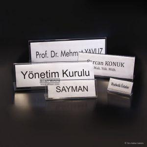 Saydam akrilik değiştirilebilir isim yuvalı konuşmacı toplantı isimliği